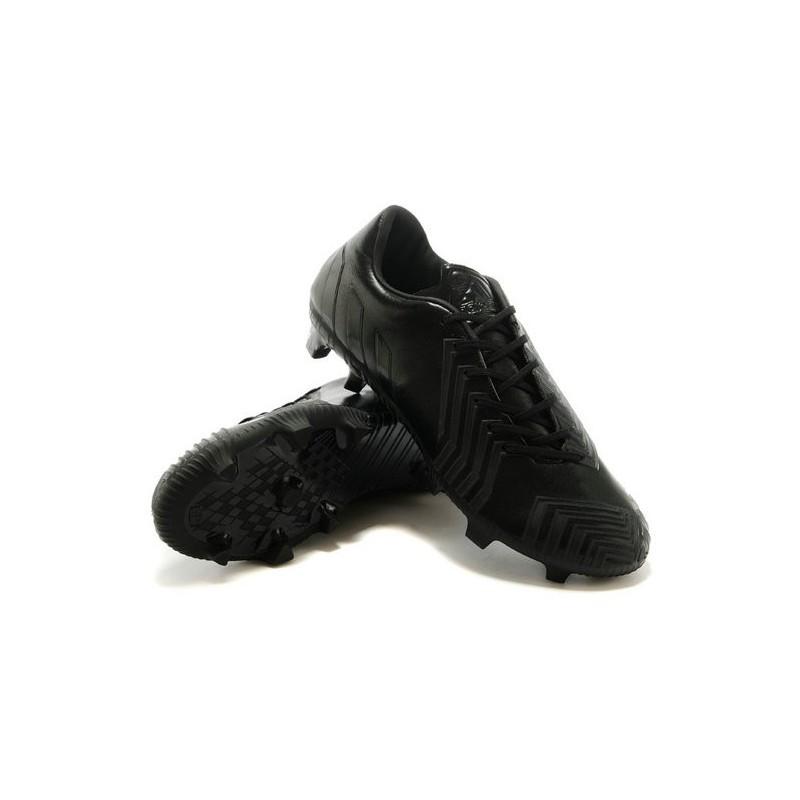 new style a5f7d f0070 scarpe calcio adidas tutte nere